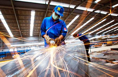 Trụ cột công nghiệp hóa: Dẫn đầu nhập siêu